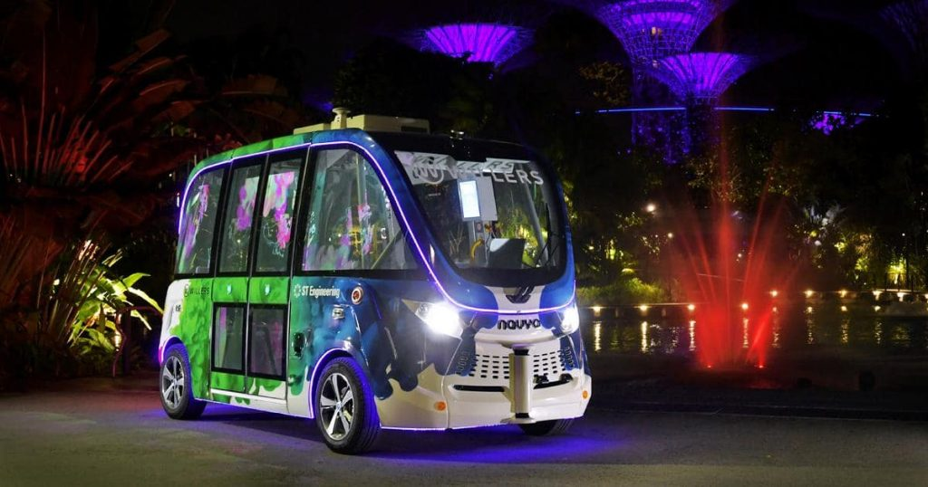 Auto Rider AUTONOM SHUTTLE by night at Gardens By The Bay
